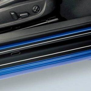 Защитная пленка на пороги Volkswagen Scirocco, черные с серебристыми полосами