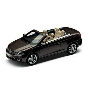 Модель в миниатюре 1:43 Volkswagen EOS, Black Oak Brown Metallic