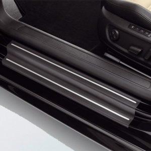 Защитная пленка на пороги Volkswagen CC, черные с серебристыми полосами