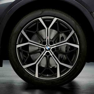 Комплект летних колес в сборе R22 BMW G07, Y-Spoke 785M Performance, Pirelli P Zero