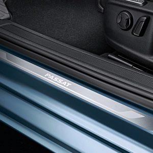 Накладки на пороги Volkswagen Passat (B8), с надписью Passat