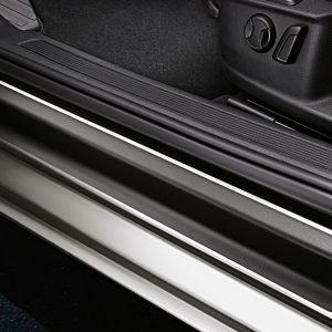 Защитная пленка на пороги Volkswagen Passat (B8), черные с серебристыми полосами