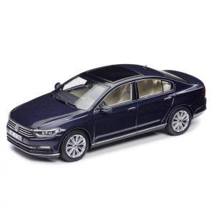Модель в миниатюре 1:43 Volkswagen Passat B8 Limousine, Night Blue Metallic