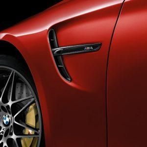 Декоративная накладка на левое крыло BMW M Performance блестящего черного цвета F83/F82 M4