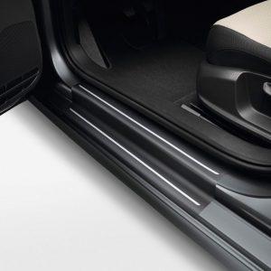 Защитная пленка порогов Volkswagen Jetta 6, черные с серебристыми полосами