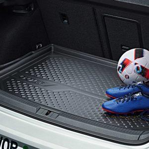 Коврик в багажник Volkswagen Golf 7, с надписью, для автомобилей с базовым полом багажника,