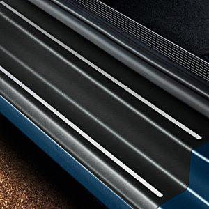 Защитная пленка порогов Volkswagen Golf 7, 4-дверных черные с серебристыми полосами