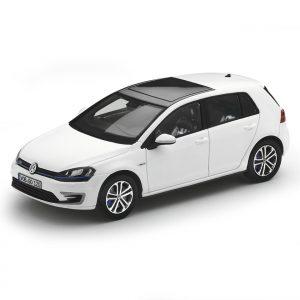 Модель в миниатюре 1:43 Volkswagen Golf GTE, Pure White