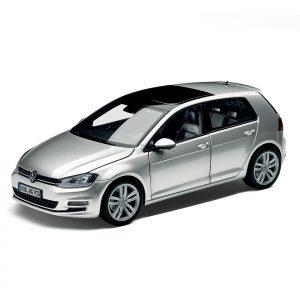 Модель в миниатюре 1:18 Volkswagen Golf 7, Reflex Silver Metallic