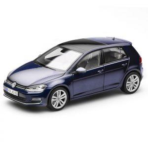 Модель в миниатюре 1:18 Volkswagen Golf 7, Night Blue Metallic