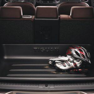 Поддон в багажник Volkswagen Tiguan (5N), с надписью, для автомобилей с высоким полом багажника
