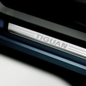 Накладки на пороги Volkswagen Tiguan (5N), с надписью Tiguan
