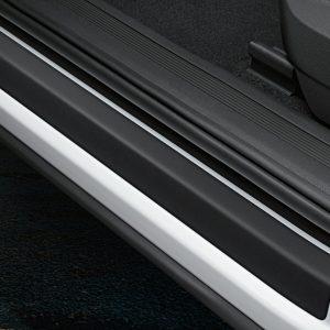 Защитная пленка на пороги Volkswagen Tiguan (5N) с 2016 года, черные с серебристыми полосами