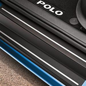 Защитная пленка на пороги Volkswagen Polo 5, 2-дверные, черные с серебристыми полосами
