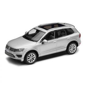 Модель в миниатюре 1:43 Volkswagen Touareg, Reflex Silver Metallic