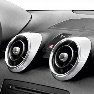 Декоративные накладки  дефлекторов Audi A1, белый ледник
