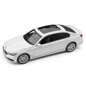 Миниатюрная модель BMW 7 серии Long, Mineral White, масштаб 1:18