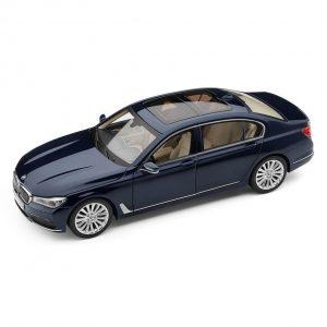 Миниатюрная модель BMW 7 серии Long, Imperial Blue, масштаб 1:18