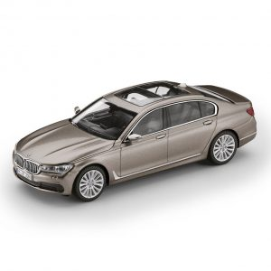 Миниатюрная модель BMW 7 серии Long версии, Cashmere Silver, масштаб 1:43