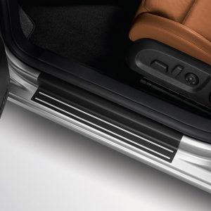 Защитная пленка порогов Volkswagen Golf 6 / GTI, 4-дверных черные с серебристыми полосами