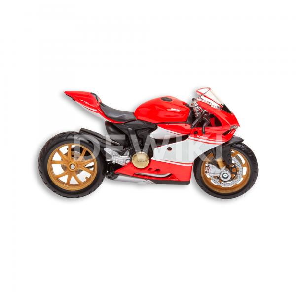 Коллекционная модель Ducati Superleggera в масштабе 1:18
