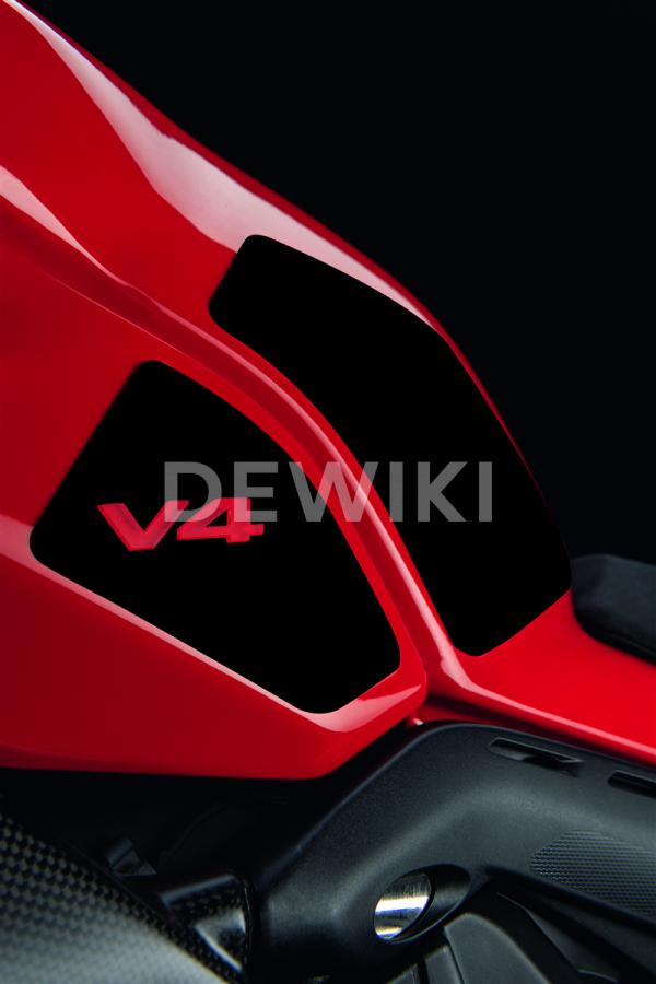 Противоскользящие боковые наклейки на бак Ducati Panigale V4 / Streetfighter V4, Black