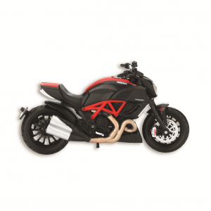 Коллекционная модель  Ducati  Diavel Carbon в масштабе 1:18