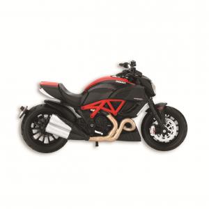 Модель Diavel Carbon Ducati в масштабе 1:18