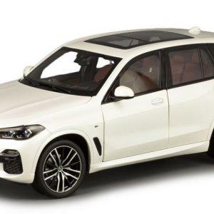 Миниатюрная модель BMW X5 (G05), Alpine White, масштаб 1:18