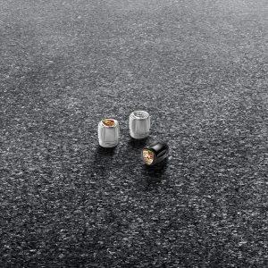 Декоративные втулки клапанов Porsche, черный корпус / цветной герб
