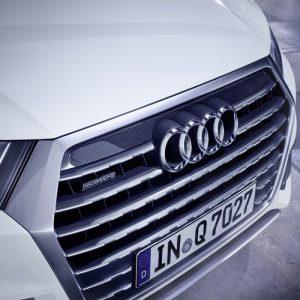 Молдинг решетки радиатора Audi Q7