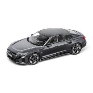 Модель в миниатюре Audi RS e-tron GT, Daytona Grey, масштаб 1:18